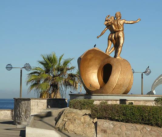 Metal statue of man and woman on Mazatlan malecon, Mexico