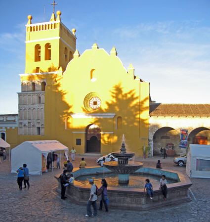 The setting sun makes La Iglesia de Santo Domingo come alive!